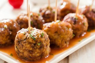 Another ornament look-a-like, pass these meatballs around during your holiday event.