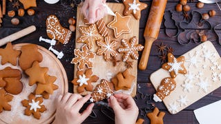 19 Christmas Cookies to Bring the Family Hustling Home