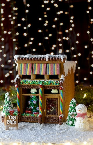 Victorian storefront gingerbread house (image via Vintage Kitty).